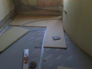 Posa dell'isolamento termico a pavimento
