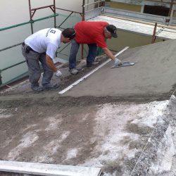 Getto della nuova copertura del tetto