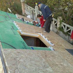 Posa di pannelli per il tetto ventilato